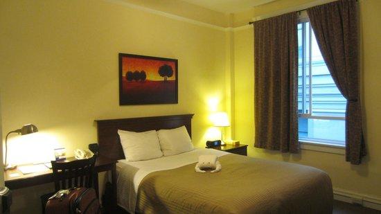 Baldwin Hotel: View of room from door
