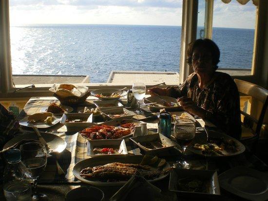 Le Prince Seafood Restaurant: VISTA DO MEDITERRANEO SABOREANDO DELICIOSOS PEIXES