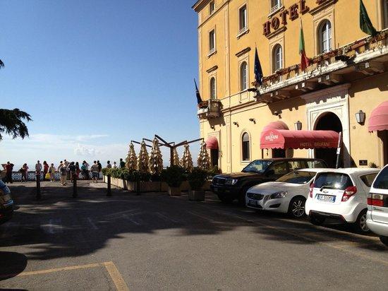 Sina Brufani: Main square outside the otel