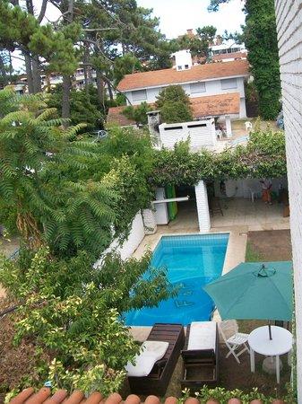 F&F Hostel : piscina vista do quarto