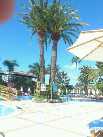 Seaside Grand Hotel Residencia: Terraza en la piscina