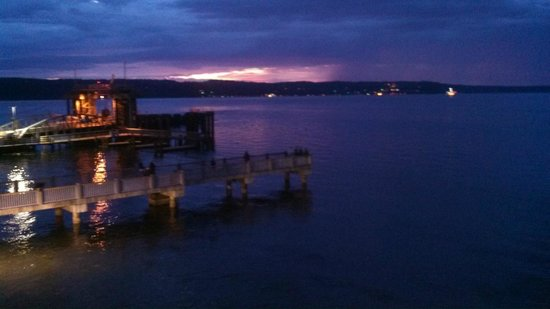 Silver Cloud Inn Mukilteo – Waterfront : Mother Nature Show From Waterfront View