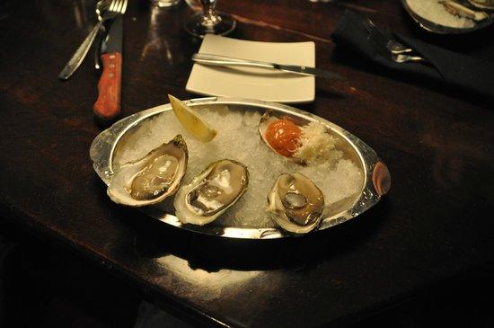 Sims Corner Steakhouse & Oyster Bar: huitre (3$ l'unité)