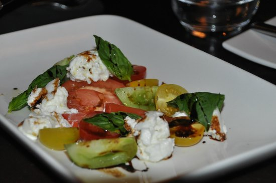 Sims Corner Steakhouse & Oyster Bar: tomate mozza