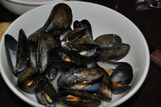 Sims Corner Steakhouse & Oyster Bar: moules