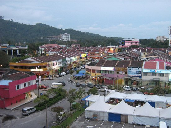 Bayview Hotel Langkawi: night market with the permanent tents