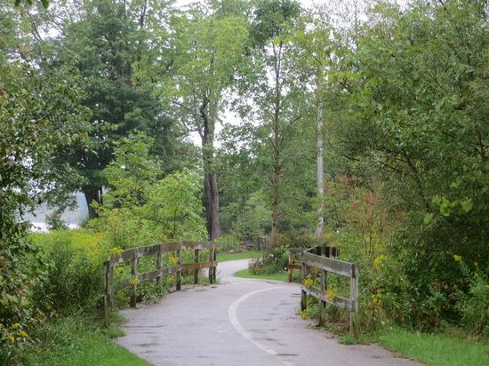 Waterfront Trail: Quiet paths