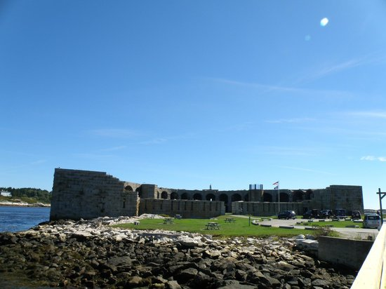 Fort Popham State Historic Site : Fort Popham is crescent shaped