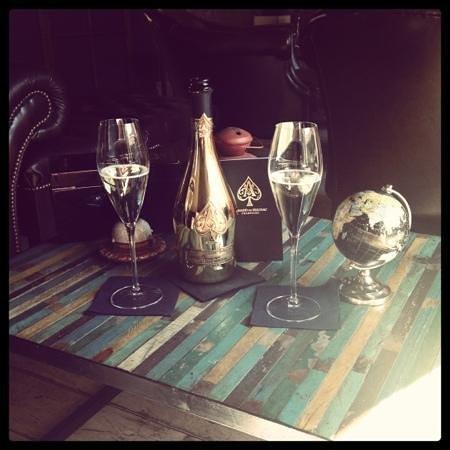 Martintempo lounge Bar: ArmanddeBrignac