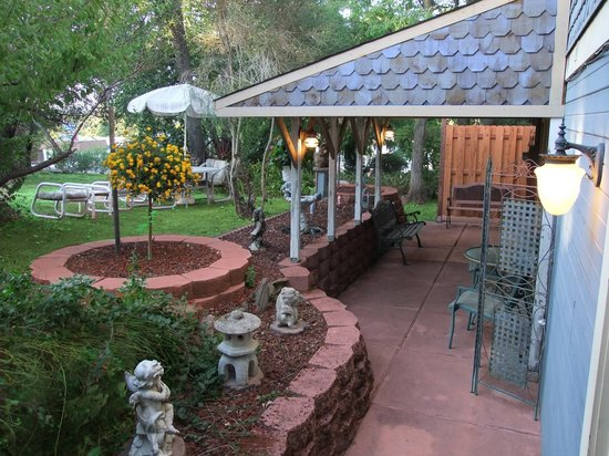 The Robin's Nest: Safari Studio covered patio