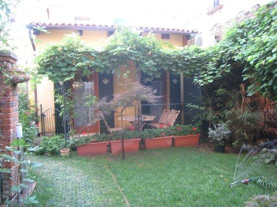 Al Campanile Madonna Dell'Orto: courtyard