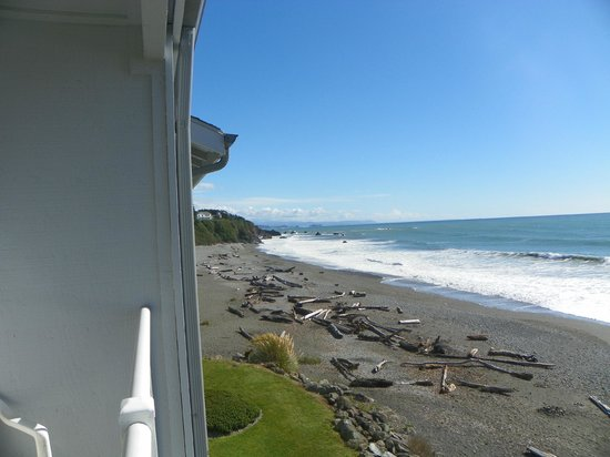 BEST WESTERN PLUS Beachfront Inn: Looking south from my balcony