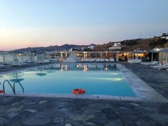 Mykonos Bay Hotel: Pool Area with Bar/Restaurant