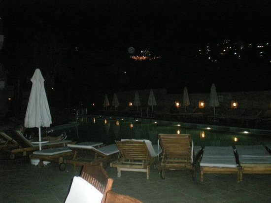 Queen Resort Hotel: Pool
