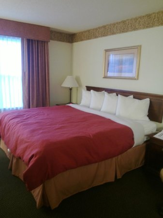 Country Inn & Suites By Carlson, Houghton: The King Bed Had A Very Nice Heavier Comforter & Lots of Pillows