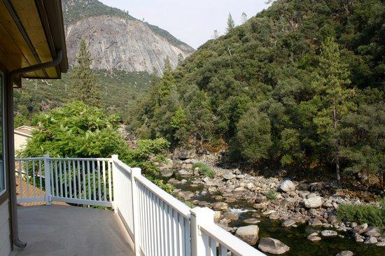 Yosemite Blue Butterfly Inn: Full private balcony - Sunflower Suite