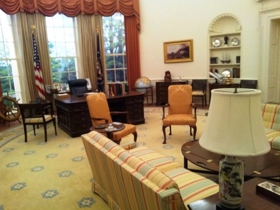 Gerald R. Ford Museum: Ford Oval Office