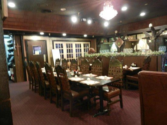 Dragon Inn Restaurant: Inside seating
