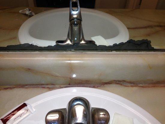 Rodeway Inn: Corroded mirror behind vanity falling off wall