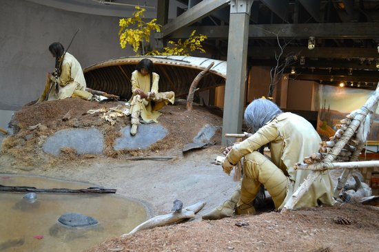 Algonquin Visitor Centre: Natives of the region