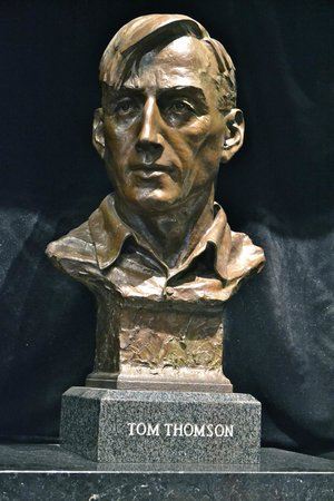 Algonquin Visitor Centre: Bust of Tom Thompson