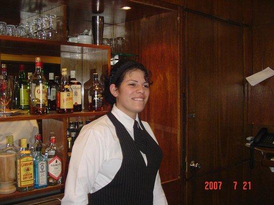Balmoral Plaza Hotel: Uma bela funcionária do hotel - Daniely