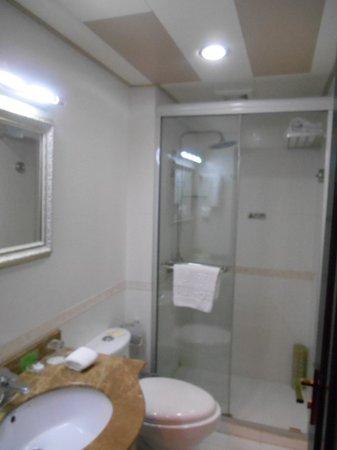 Xinhui Hotel: Bathroom