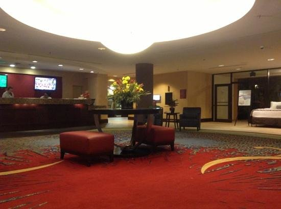 Hotel Elegante Conference & Event Center: lobby