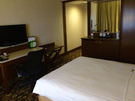 Holiday Inn Singapore Atrium: TV area