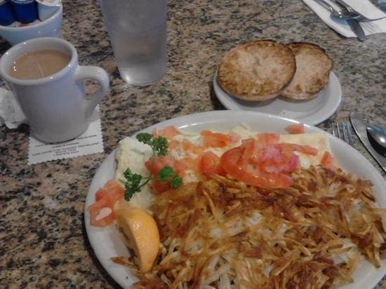 Cottage Cafe : crispy bacon and tomato omelette with an English muffin. mmm!