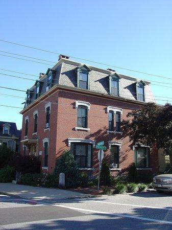 Morrill Mansion Bed & Breakfast: The Morrill Mansion