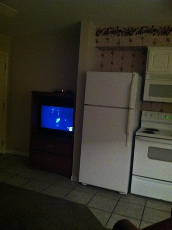 Grand Crowne Resort : TV in Kitchen is watched from living area. TV too small.