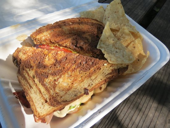 Mamma Llama Eatery and Cafe: Beefy Marbled Melt