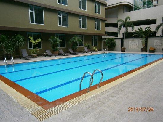 Dynasty Grande Hotel: Pool area