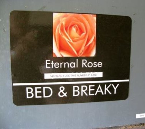 Eternal Rose Bed & Breakfast : The entrance
