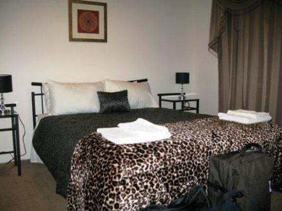 Eternal Rose Bed & Breakfast: The bedroom