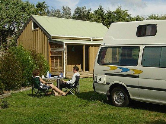 Martinborough TOP 10 Holiday Park: Campervan breakfast