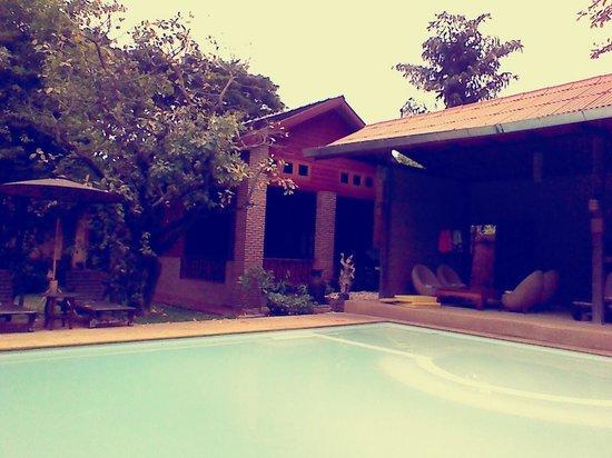 Joy's House: pool area