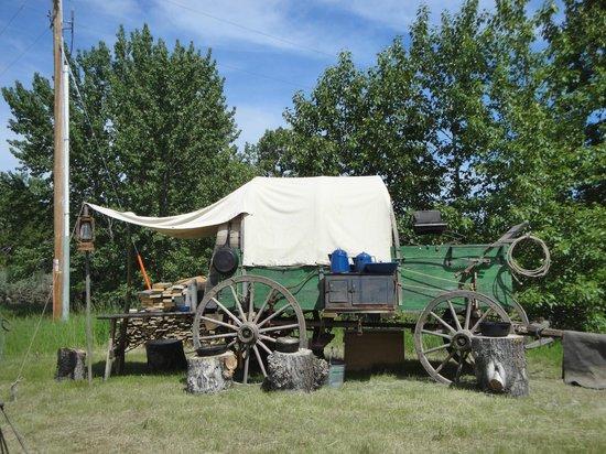 Bar U Ranch National Historic Site : Roundup Camp chuckwagon