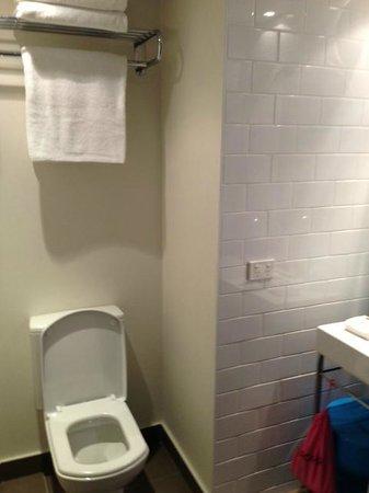 QT Gold Coast: Bathroom loo