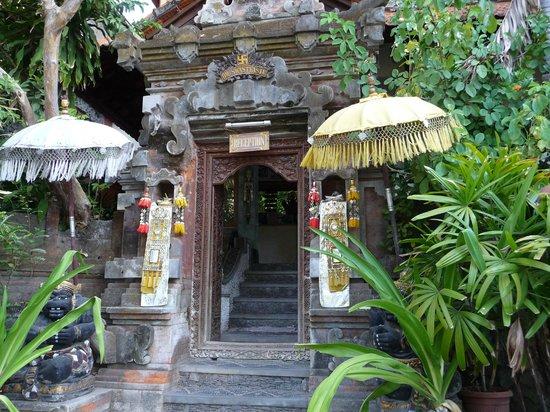 Hotel Amed Cafe: der Eingang