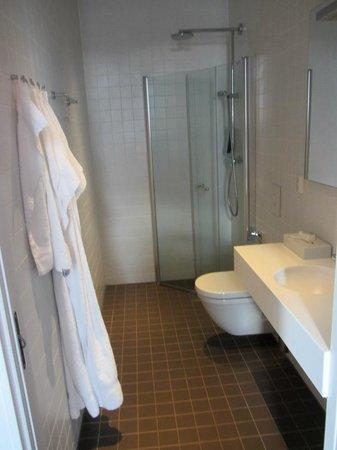 Lofoten Suite Hotel: bathroom