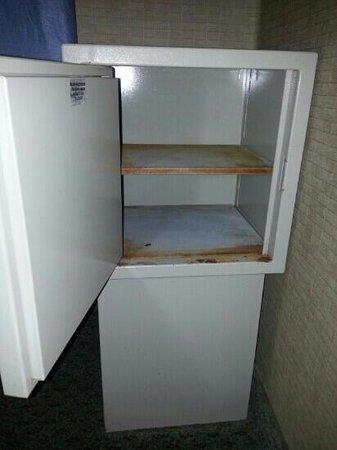 Clarion Hotel Anaheim Resort: safe box is a joke!  $1.50/day