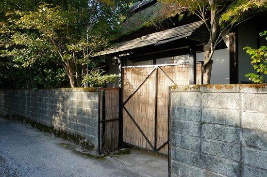 Kashiisou: Onsen side entrance