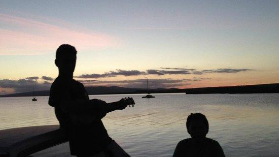 Molokai Harbor: Just sittin' on the dock on the bay
