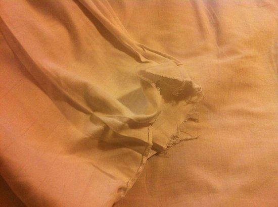 Holiday Inn London - Kensington: Torn quilt cover