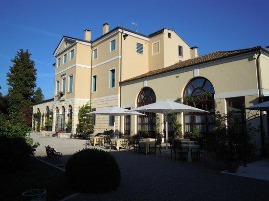 Villa Tacchi: Gartenseite, Süden