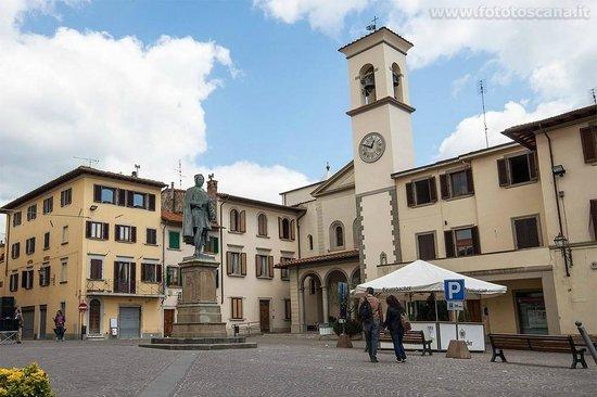 Bed & Breakfast Mamma Serena: Square of Vicchio