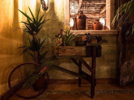 El Mosquito Bodega & Bar: Lindo y Querido