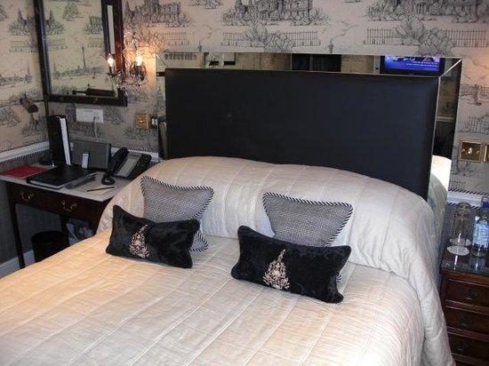 Egerton House Hotel: Rum 45 sängen.
